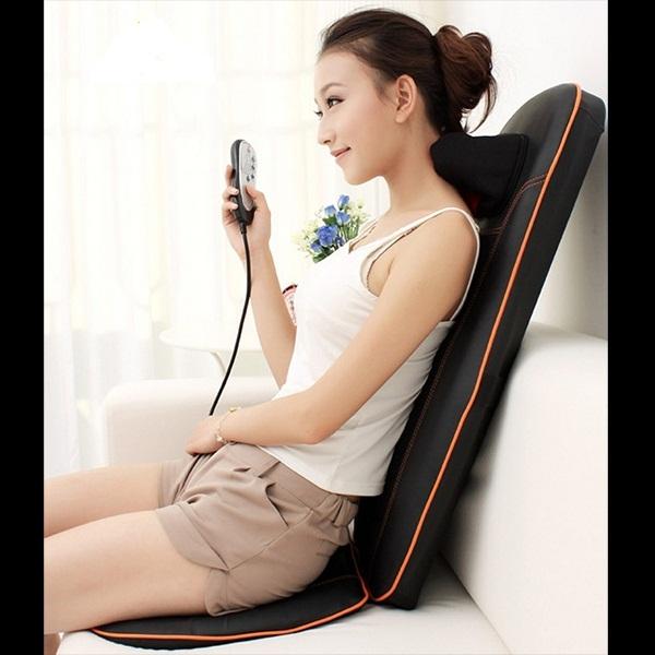 Sử dụng đệm massage thư giãn